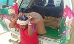 कंधे पर राशन सामग्री लेकर लोगों की मदद कर रहे जाप नेता सह पूर्व विधायक रामचंद्र यादव