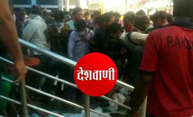 समस्तीपुर स्टेशन पर भूखे प्यासे प्रवासियों ने किया हंगामा