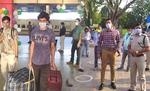 स्पेशल ट्रेन से कोटा के छात्र पहुंचे बापूधाम रेलवे स्टेशन
