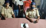 मोतिहारी के बंजरिया गोली कांड में आर्म्स व बाइक के साथ रघुनापुर के भलुआ निवासी दो गिरफ्तार