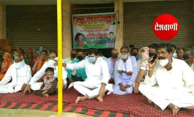 रक्सौल में बिहारी प्रवासियों की समस्या से निजात हेतु कांग्रेस ने दिया धरना