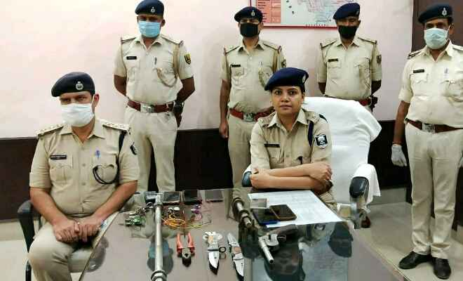 बेतिया: पुलिस कप्तान निताशा गुड़िया की दो दिवसीय कार्रवाई से दुबके लूटेरे, तीन गिरफ्तार