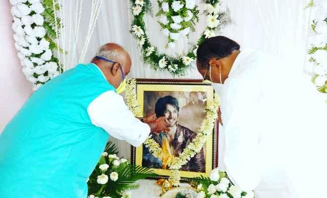 सुशांत सिंह राजपूत को कला, संस्कृति एवं युवा विभाग के मंत्री प्रमोद कुमार ने दी श्रद्धांजलि