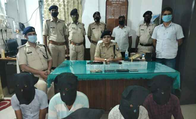 लखौरा मुखिया पुत्र की हत्या का आरोपी पिस्टल के साथ गिरफ्तार, बेतिया पुलिस ने किया खुलासा