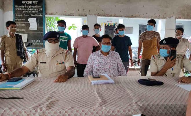 मोतिहारी के बंजरिया पुलिस ने सिंघिया सागर गांव से गिरफ्तार 6 लोगों को भेजी जेल, 4 हजार बोतल अंग्रेजी शराब व 385 लीटर स्प्रिट जब्त