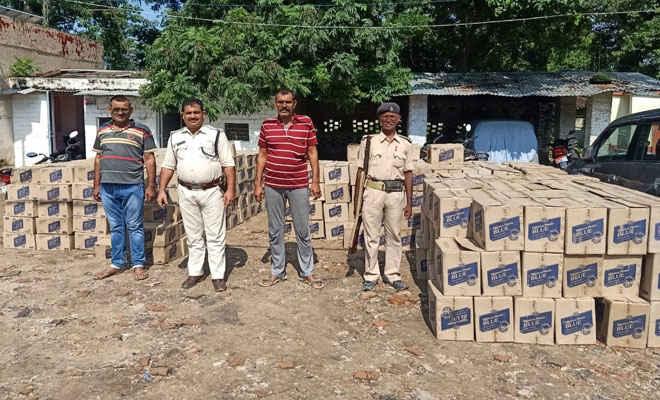 मोतिहारी की छतौनी पुलिस ने लकड़ी लदे ट्रक में छुपाकर रखी भारी मात्रा में शराब जब्त की, 6 गिरफ्तार, झखिया में देनी थी डिलेवरी