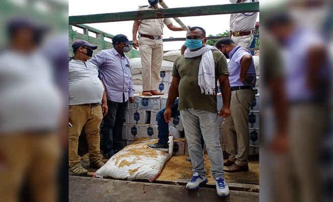 कोटवा के अहिरौलिया में हो रहा था अनलोड, मोतिहारी के उत्पाद विभाग ने रेड कर एक ट्रक व उसपर लदी अंग्रेजी शराब पकड़ी,  6 कारोबारी चिन्हित