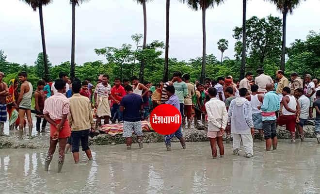 मोतिहारी के चकिया में एक ही मुहल्ले के पांच किशोरों की डूबकर हुई मौत, एनडीआरफ की आठ सदस्यीय टीम ने शवों को ढूढ़ा, मातम