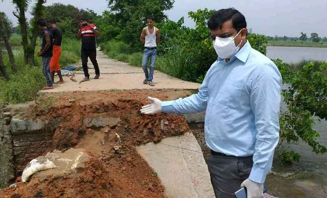 पश्चिम चम्पारण: जिला पदाधिकारी ने मझौलिया प्रखंड अंतर्गत बाढ़ राहत कार्यों का किया निरीक्षण