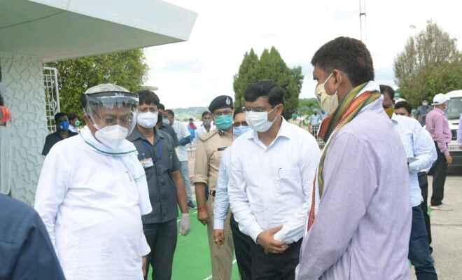 मुख्यमंत्री नीतीश कुमार ने वाल्मीकिनगर से बाढ़ प्रभावित क्षेत्र का दौरा किया