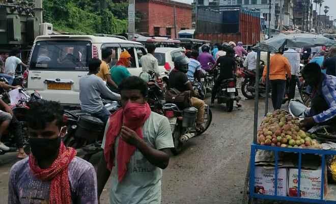 रक्सौल: बंदी के बावजूद बाजार में दिखी लोगों की भीड़