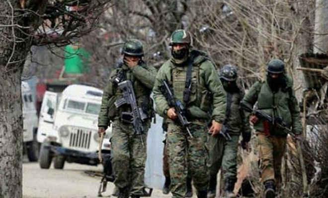बारामुला में आतंकियों ने सेना के वाहन पर ग्रेनेड फेंका, छह स्थानीय नागरिक घायल