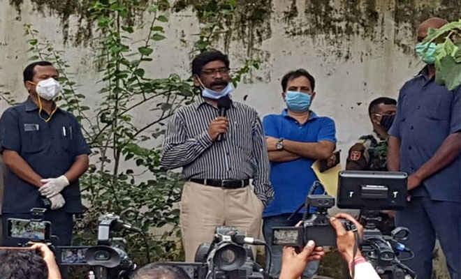 राजद सुप्रीमो लालू यादव से मिले मुख्यमंत्री हेमंत सोरेन, बोले- बिहार में राजद के साथ मिलकर लड़ेंगे चुनाव