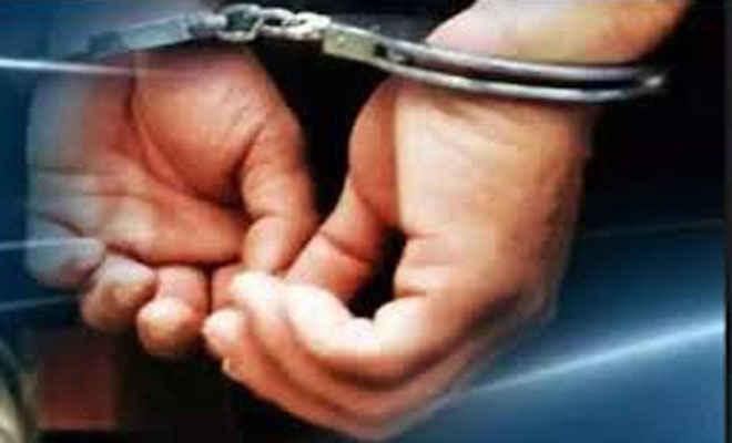 नाबालिग दलित लड़की से गैंगरेप का मामला:आरोपी को पकड़ने गई सीतापुर पुलिस पर हमला, मुठभेड़ के बाद किया गिरफ्तार