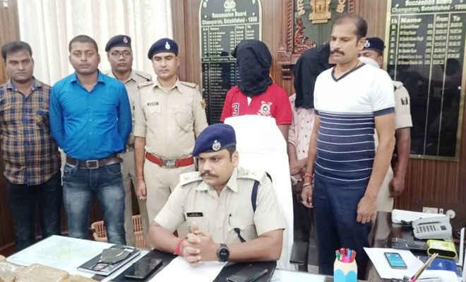 बिहार के मोतिहारी में चकिया टॉल प्लाजा के पास कार से मिली करोड़ों की चरस, दो गिरफ्तार, मारुति स्विफ्ट जब्त