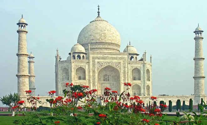 कोरोना काल में 6 महीने तक बंद रहने के बाद खुला ताज महल, चीनी टूरिस्ट ने किया सबसे पहले दीदार