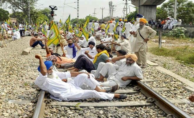 ठप हुई इन ट्रेनों की सेवाएं,  कृषि विधेयकों के विरोध में पंजाब में 'रेल रोको' आंदोलन शुरू