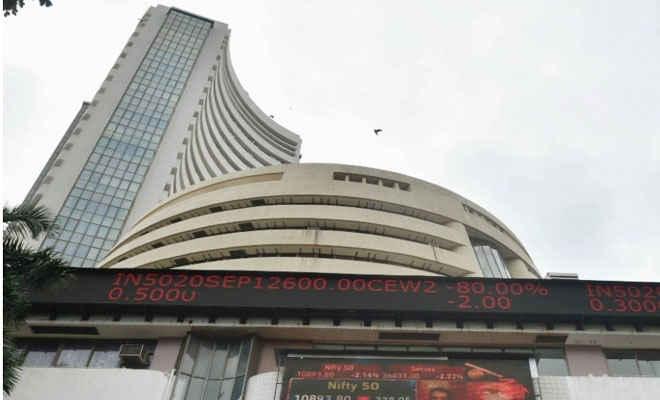 शेयर बाजार में गिरावट का सिलसिला जारी : सेंसेक्स 1,115, निफ्टी 10,800 अंक पर आया