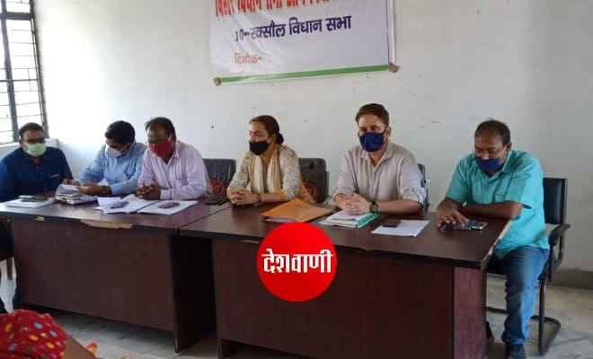 रक्सौल विस चुनाव को लेकर कोषांग पदाधिकारियो के साथ एसडीएम सुश्री आरती ने की बैठक