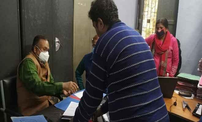 समस्तीपुर : अस्पताल में मिली कुव्यवस्था तो अस्पताल प्रबंधक, लेखापाल व भंडारपाल का रोका गया वेतन
