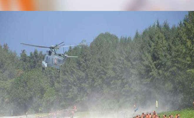 भारतीय नौसेना ने थल सेना एवं वायु सेना के साथ संयुक्त युद्धाभ्यास किया