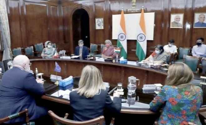 रक्षा मंत्रालय ने भारतीय नौसेना के लिए हथियारों की खरीद हेतु अमेरिका के साथ 423 करोड़ रुपये के अनुबंध पर हस्ताक्षर किए