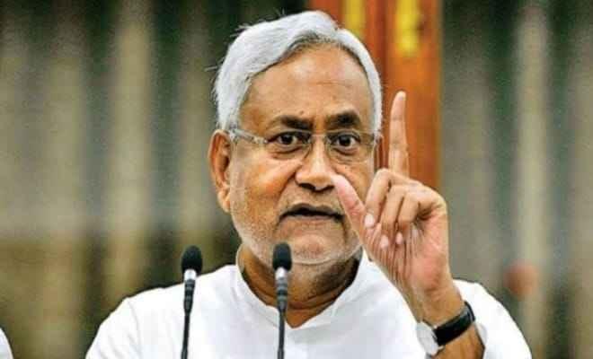 मुख्यमंत्री नीतीश कुमार ने आज राजधानी पटना में कोविड-19 का लगवाया टीका