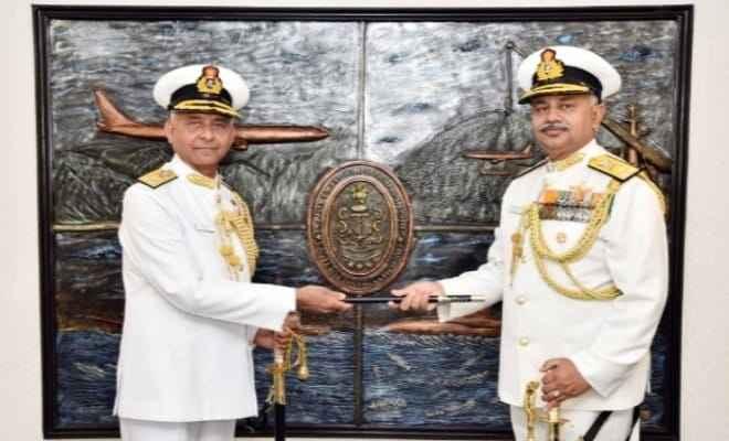 वाइस एडमिरल अजेंद्र बहादुर सिंह ने फ्लैग ऑफिसर कमांडिंग-इन-चीफ, ईएनसी का पदभार संभाला