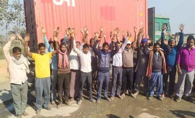 रक्सौल: करीब 3 दर्जन ट्रकों से डीजल की हुई चोरी, ट्रक चालकों ने किया विरोध-प्रदर्शन