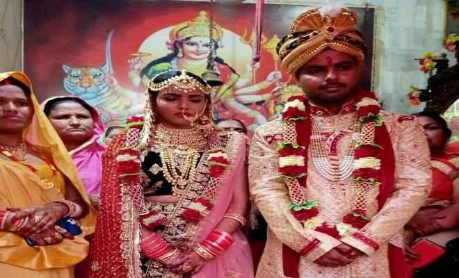 भारत-नेपाल के दो युवा धड़कनो ने बिना दहेज लिए मंदिर में रचाया आदर्श विवाह