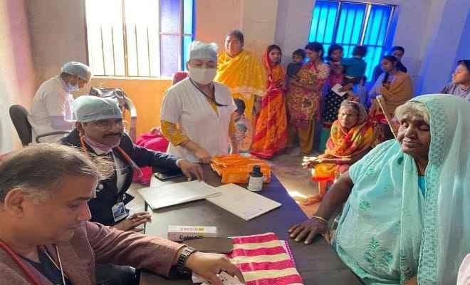 रक्सौल: एसआरपी हॉस्पिटल द्वारा निःशुल्क इलाज व दवा वितरण
