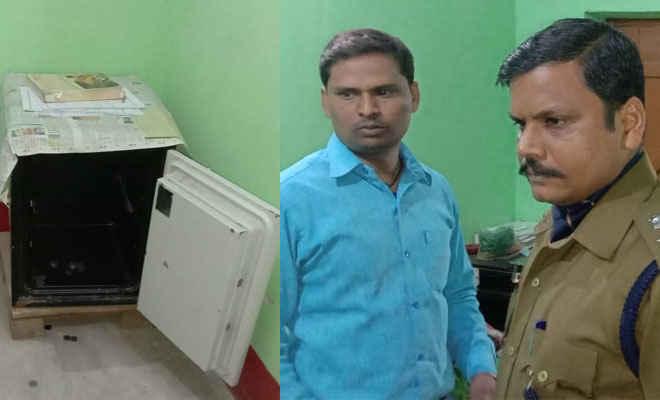 मोतिहारी के मधुबन में भारत माइक्रो फाइनेंस की शाखा से लूट के 80 हजार रुपए व मैनेजर का मोबाइल मिला, एक गिरफ्तार, चार अन्य लूटेरों के नाम का पता चला
