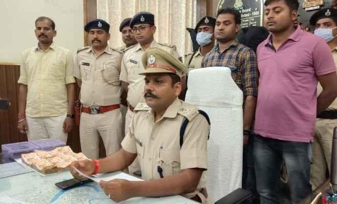 मोतिहारी: एसडीपीओ सागर कुमार के नेतृत्व में छापेमारी कर तीन अपराधियों को किया गया गिरफ्तार