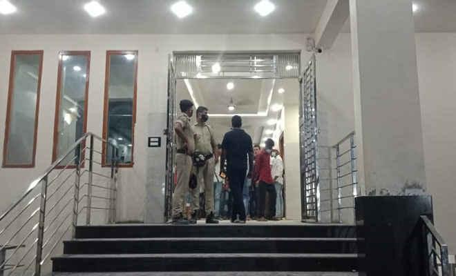 मोतिहारी में चिकित्सक के किलनिक में तोड़फोड़ व हंगामा, मौके पर पहुंची पुलिस, मामले को कराया शांत