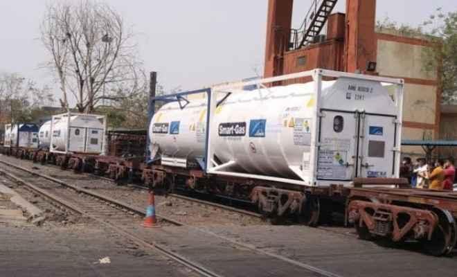 120 मीट्रिक टन लिक्विड ऑक्सीजन लेकर दूसरी ऑक्सीजन एक्सप्रेस दिल्ली पहुंची