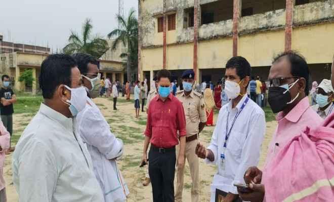 केसीटीसी कॉलेज रक्सौल में टीकाकरण अभियान का आरंभ स्थानीय विधायक प्रमोद कुमार सिन्हा के देख- रेख में हुआ