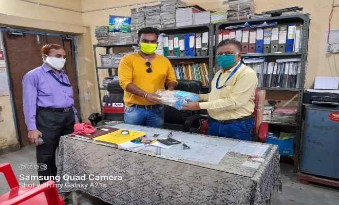 रक्सौल: कोविड टीकाकरण केंद्रों पर सरोकार मंच ने मास्क का किया वितरण