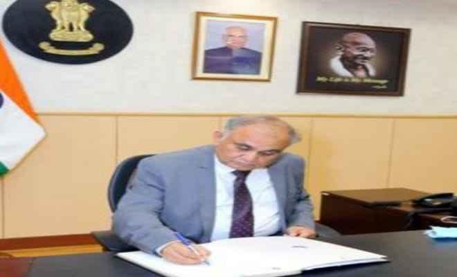 अनूप चंद्र पांडेय ने नए निर्वाचन आयुक्त के रूप में पदभार संभाला