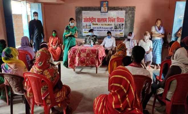 रक्सौल: अंतराष्ट्रीय बाल श्रम निषेध दिवस के अवसर पर ग्रामीणों के बीच जागरूकता कार्यक्रम का किया गया आयोजन