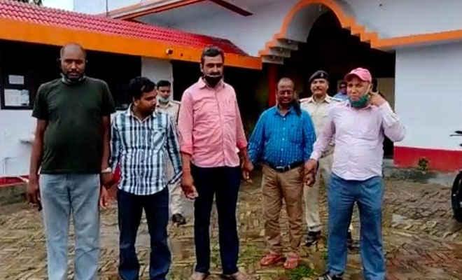 मोतिहारी में ग्रामीण कार्य विभाग के कार्यपालक अभियंता व डेटा अपरेटर को निगरानी ने पकड़ा, बताया- 80 हजार रुपया घूस लेते पकड़ा
