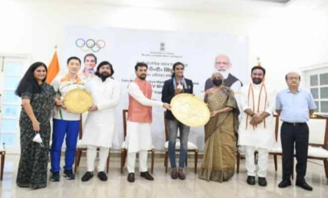ओलंपिक पदक विजेता पी वी सिंधु का स्वदेश वापसी पर भव्य स्वागत