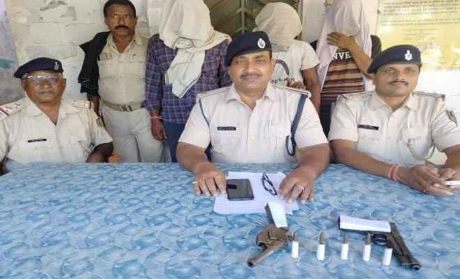 मोतिहार: राजेपुर में हथियार के साथ तीन गिरफतार
