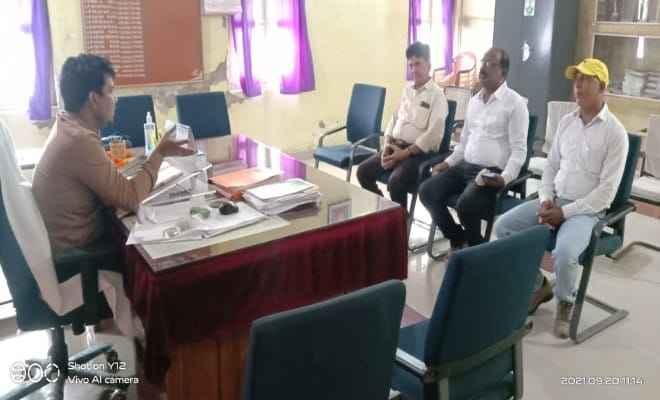 बगहा: नवागत एसडीएम दीपक कुमार मिश्रा से उपसभापति व सभापति प्रतिनिधि ने भेंटवार्ता कर नगर परिषद के विभिन्न समस्याओं से कराएं अवगत